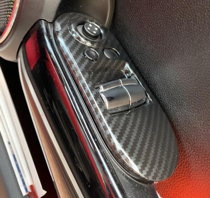 miniのドアスイッチのカーボン調カバー